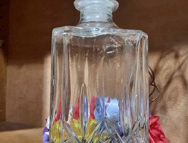 Jolie bouteille à whisky à L'Échappée Belle, chambre d'hôte & concept-store à Quimperlé. Décoration, brocante, antiquité à Quimperlé