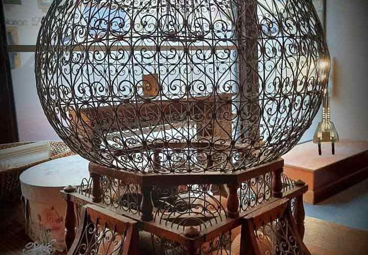 Jolie cage à oiseaux à L'Échappée Belle, chambre d'hôte & concept-store à Quimperlé. Décoration, brocante, antiquité à Quimperlé