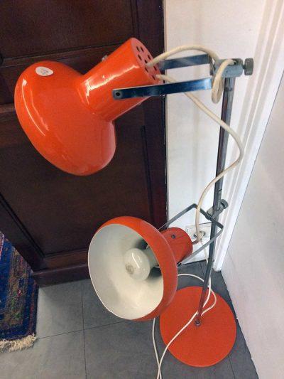 Lampe orange vintage à vendre à L'Échappée Belle à Quimperlé.