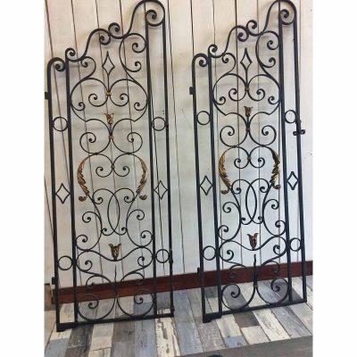 Portes en fer forgé à vendre à L'échappée belle, concept-store à Quimperlé.
