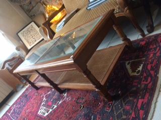 Table basse en verre à vendre au concept-store L'Échappée Belle à Quimperlé.