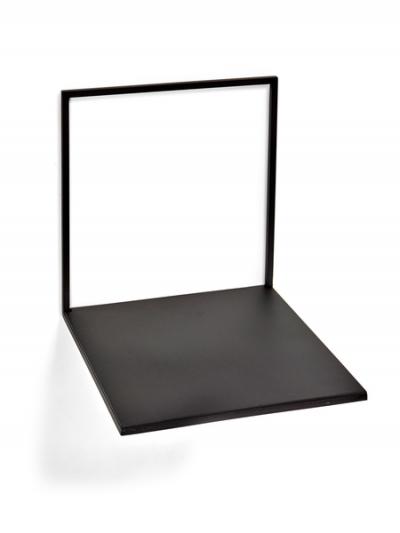 Étagère noire large en métal noir à vendre au concept-store L'Échappée Belle à Quimperlé.