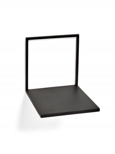 Étagère noire small en métal noir à vendre au concept-store L'Échappée Belle à Quimperlé.