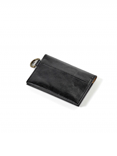 Porte-carte noir en cuir à vendre au concept-store L'Échappée Belle à Quimperlé.